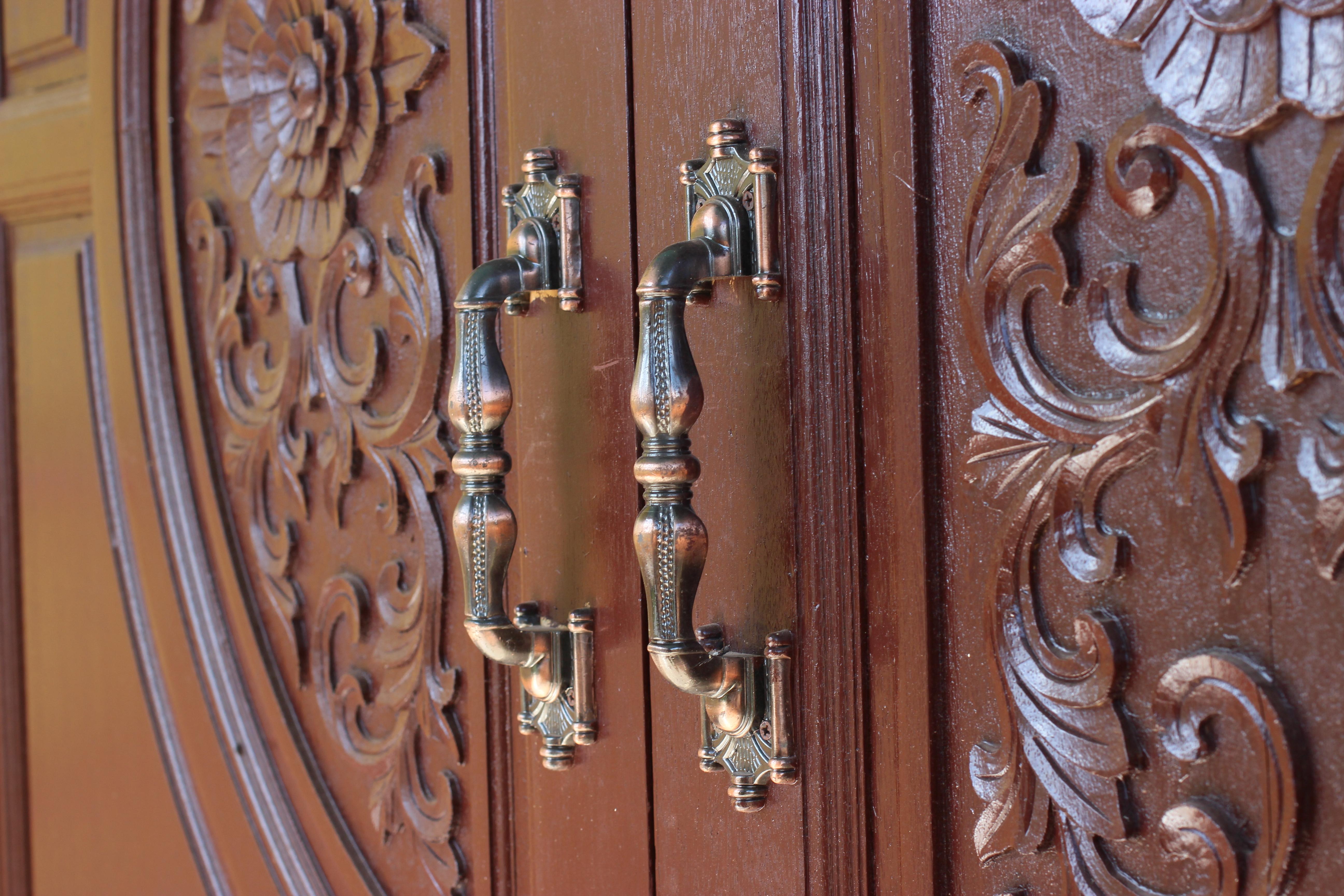 Двери из массива - купить в Твери по ценам производителя